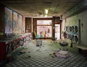 Lori Nix -Dioramas (Laundry)